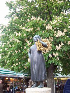 Liesl Karlstadt statue on Viktualienmarkt